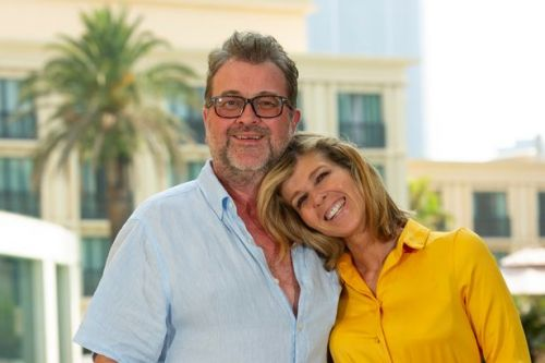 Kate Garraway claps for 'amazing' NHS as husband Derek remains in intensive care