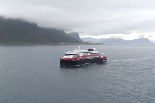 Norway stops cruise ships with more than 100 people from disembarking at ports