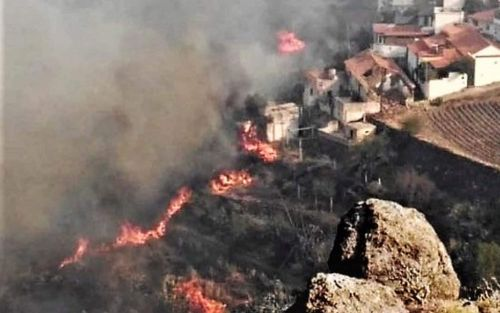 Firefighters forced into retreat as wildfires ravage Gran Canaria