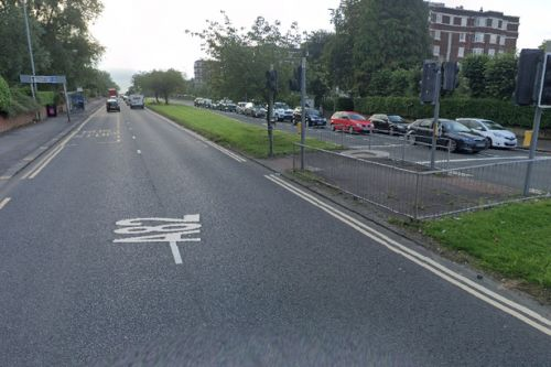 Car crashes into 'several vehicles' in smash in Glasgow's west end