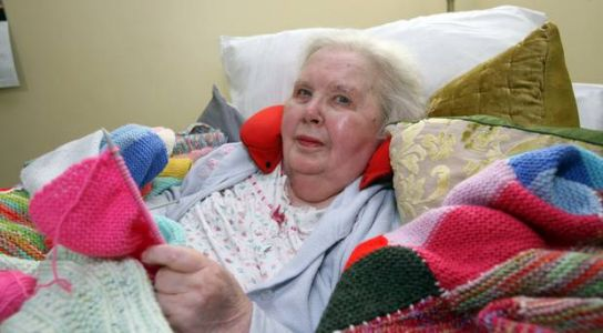 Inspirational Nancy (93) brings winter comfort to kids in Africa with wonderful knitted blankets