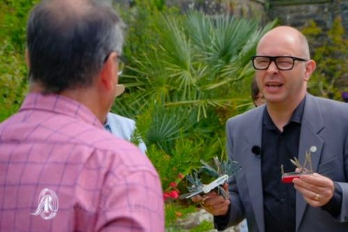 Antiques Roadshow guest 'shook to the ground' over true value of dad's 48-blade penknife
