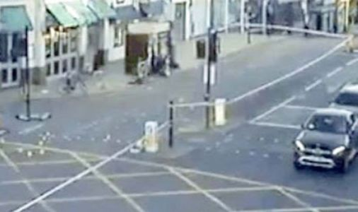 Putney crash: Moped rider, 17, crashes in police pursuit - has 'life-threatening injuries'