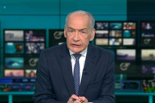 Alastair Stewart quits presenting duties on ITN news over Twitter comment