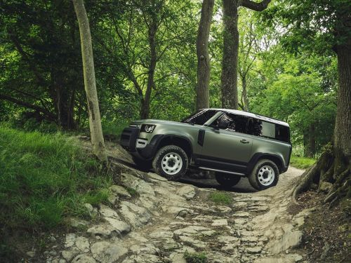 Land Rover announces price for Defender 90