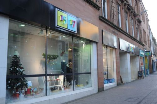 Ayr High Street store 1517 plunged into crisis amid claims staff are owed thousands