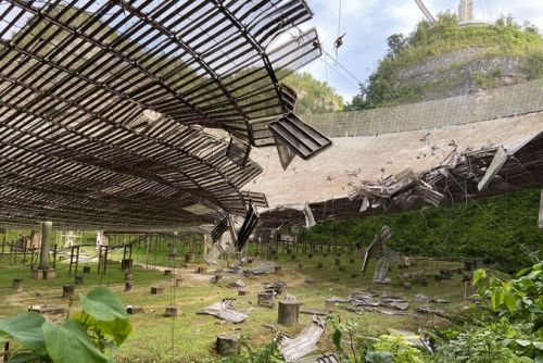 Arecibo radio telescope damaged by cable break