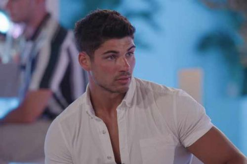 Where is Anton on Love Island tonight?