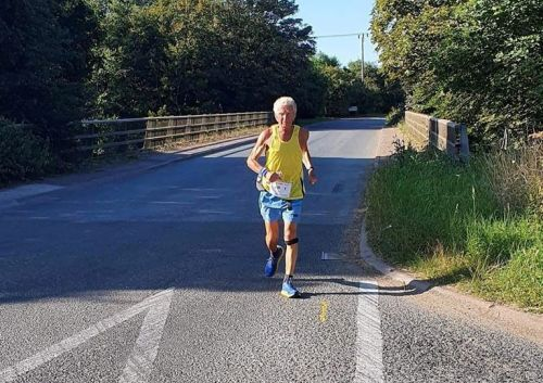 Man has run almost the circumference of the Earth after completing his 800th marathon at the age of 76