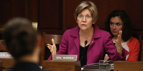 Elizabeth Warren becomes the first senator -and first 2020 candidate -to call for impeaching Trump over the Mueller report