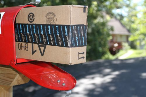 If you shop at Amazon, make sure you're using a credit card that earns you bonus points or cash back. Here are 4 of the best options