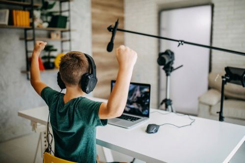 Young 'influencers' rack up billions of views peddling junk food to kids, study finds