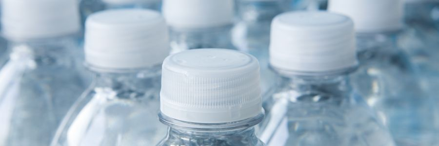 Who drinks bottled water every day?