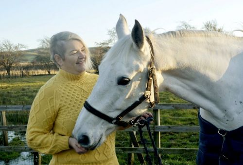 Woman says her beloved horse sniffed out her brain tumour