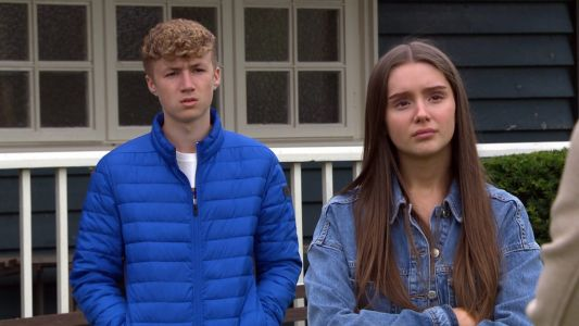 Emmerdale spoilers: Noah stuns Sarah Sugden by making a move on Chloe