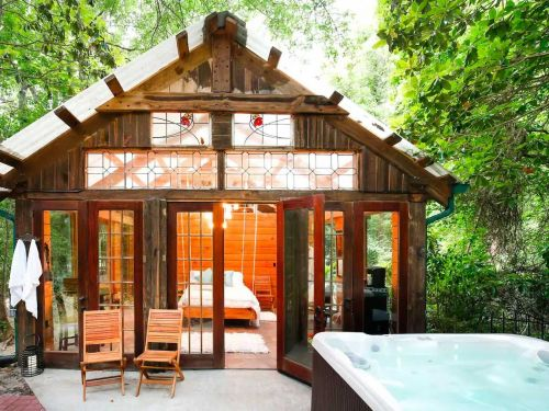 9 beautiful Airbnbs that feel like you've checked into a spa thanks to indulgent tubs, saunas, pools, and more