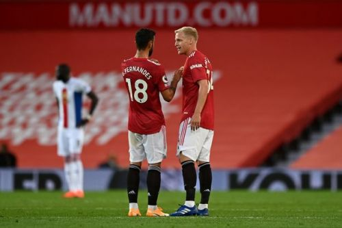 Solskjaer facing Fernandes issue if he makes Van de Beek change