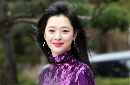 Sulli dead at 25 - F K-pop singer found dead four years after horrific online abuse forced her to quit