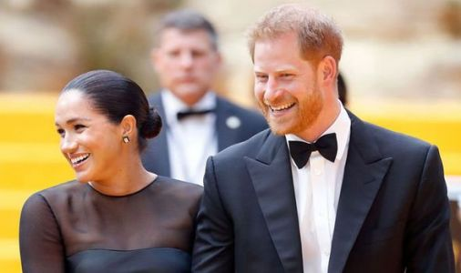 Meghan and Harry face huge choice in privacy row: 'Celebrity world.. or the royal one'