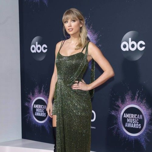 Taylor Swift slams Scooter Braun during Billboard Woman of the Decade speech