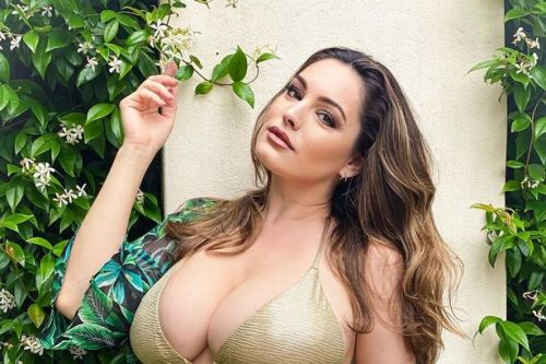 Kelly Brooke shows off her famous curves in gold bikini