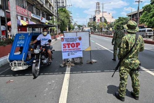 Man refusing to wear facemask shot dead in Philippines after president's threat