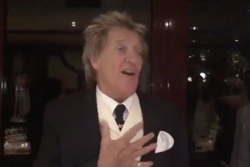 Rod Stewart leads Celtic singalong as Peter Lawwell joins rousing Grace rendition