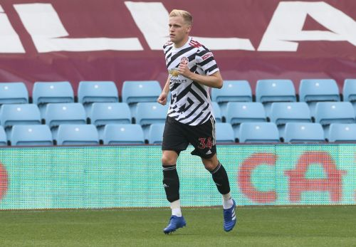 'Should have signed for another club' - Dutch legend van Basten the latest to question van de Beek's Man United switch