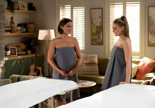 Neighbours spoilers: Elly's sex dream means romance with Chloe?
