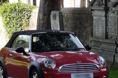Scots driver parks car on top of graves at Glasgow cemetery
