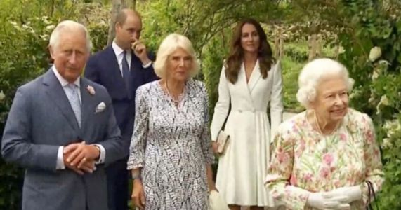 Queen and senior royals host G7 leaders at reception