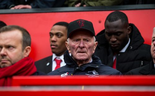 Harry Gregg, former Manchester United goalkeeper and Munich air disaster hero, dies aged 87