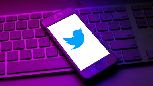 Twitter Algorithm Gives Right-Leaning News Sources a Slight Edge