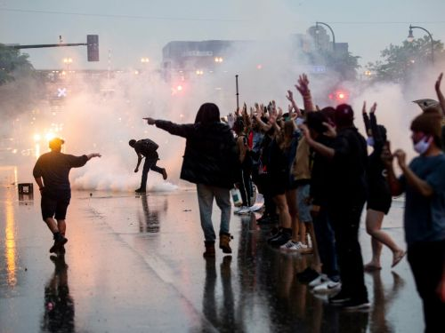 Police departments' use of tear gas could exacerbate coronavirus outbreaks, experts say