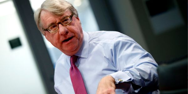 Acclaimed short seller Jim Chanos explains why he's betting against a healthcare business loved by Warren Buffett