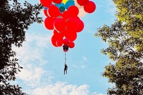 David Blaine to float to New York holding balloons in next death-defying stunt