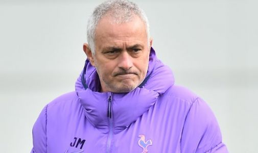 Jose Mourinho trains in park and Tottenham issue social distancing reminder