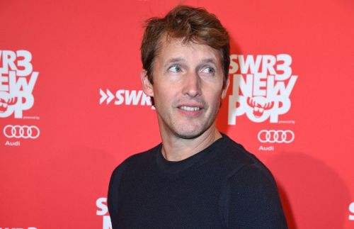James Blunt has perfect clapback for troll who criticised his singing