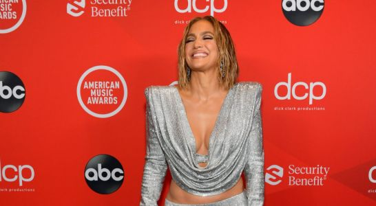 Jennifer Lopez recreates Love Don't Cost A Thing video and she hasn't aged at all