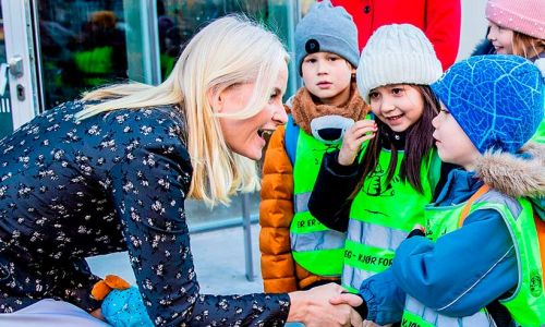 Celebrity daily edit: Princess Mette-Marit cheers on book-loving children - video