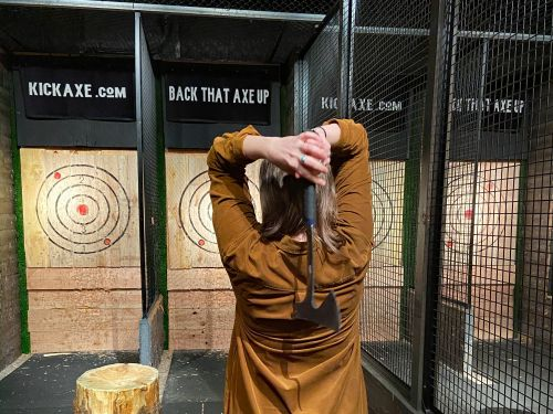 I went to a trendy axe-throwing bar and saw why the activity is blowing up with urban millennials