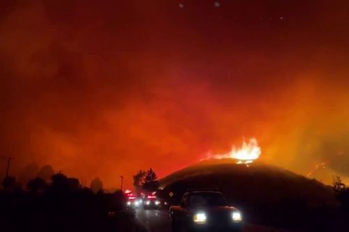 Sky turns red as terrifying fire forces neighbours to flee in Los Angeles