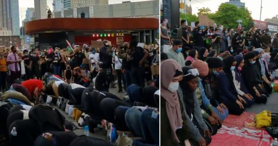 Protesters protect Muslims so they can pray during demonstrations