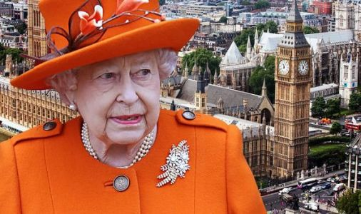 Queen warning: Monarch told Royal Family does not 'live up to standards' of public life