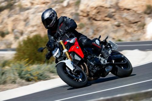 Review - BMW F900 R There's nothing like a naked roadster on a freezing day