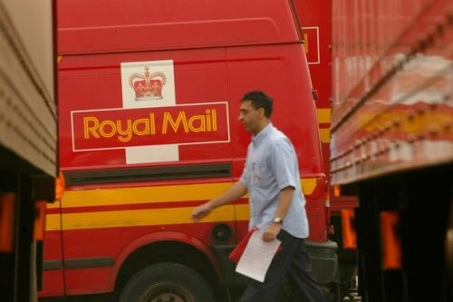 Royal Mail workers vote overwhelmingly in favour of nationwide strikes