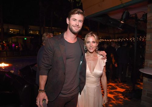Chris Hemsworth struggles to park his car when people are watching him and we can relate