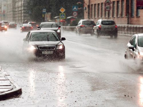 7 safety tips for driving in heavy rain and floods
