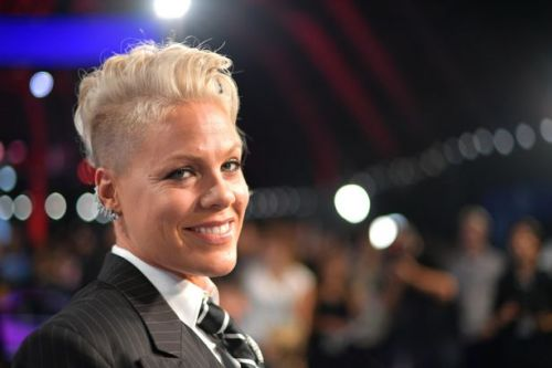 Pink slams US government over lack of testing after coronavirus diagnosis