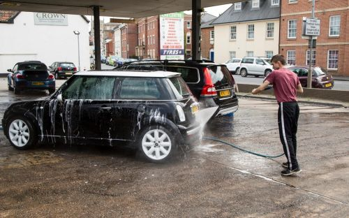 Car washes to be given kitemark scheme to crack down on modern slavery